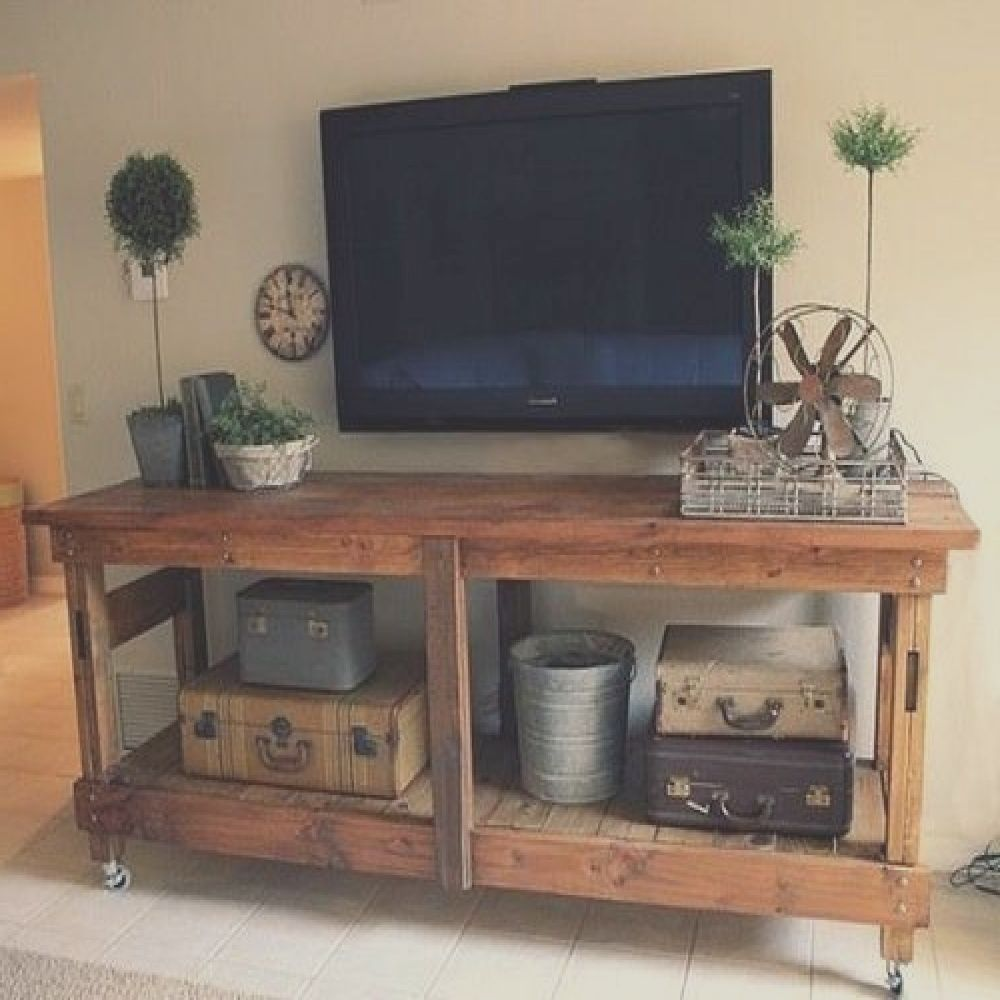 mesa tv hecha con pallets
