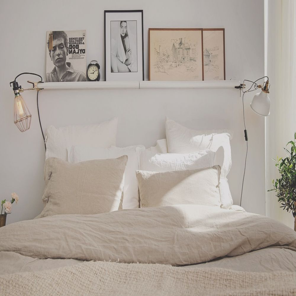 cabecero con estanterias ribba y luces enganchadas my scandinavian home a carefully laid out cosy swedish apartment