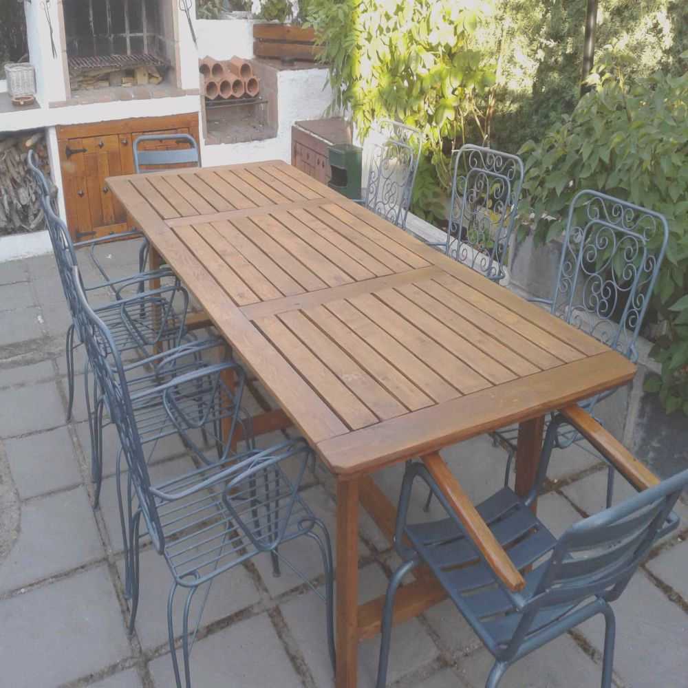 table made pallets family dinners