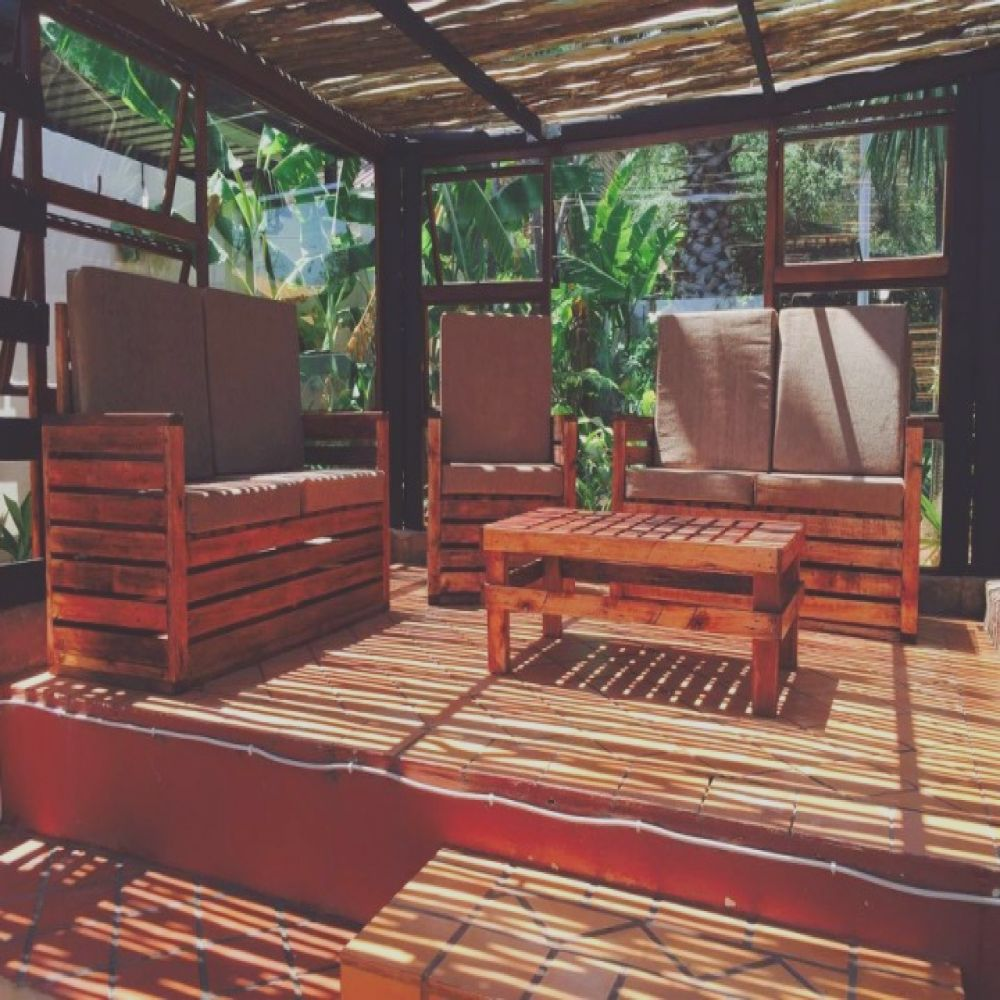 cute pallet wood made patio set