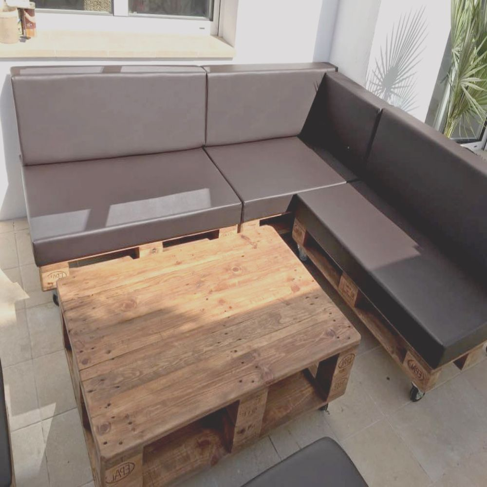 pallet sectional sofa set with black cushion